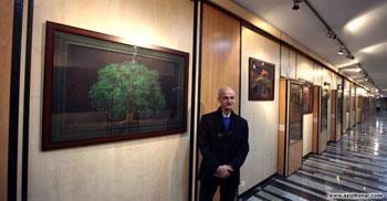 گزارش تصویری از برگزاری نمایشگاه آثار نگارینه خط هنرمند گرامی عباس رحیمی با عنوان شبانه های زرین 8 در مجلس شورای اسلامی