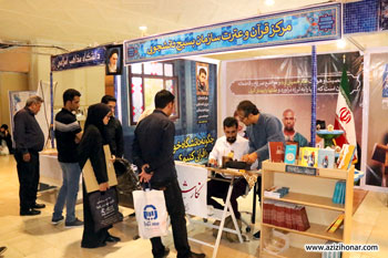 ورکشاپ خوشنویسی و نگارش نام توسط هنرمندان بسیجی در بیست و پنجمین نمایشگاه بین المللی قرآن کریم در مصلای تهران، خرداد 1396