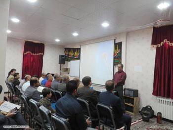 گزارش تصویری از کارگاه خوشنویسی باموضوع ظرافت های چلیپای نستعلیق و آهار مهره کردن کاغذ توسط سید نجف مسعودی در فسا